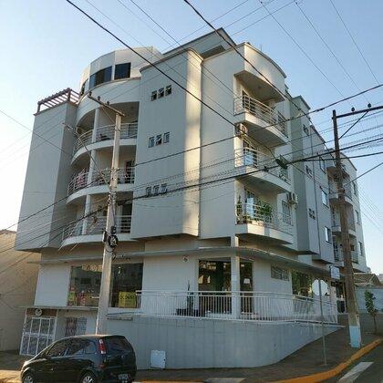 Comprar lindo e amplo apartamento duplex no centro de Marau.