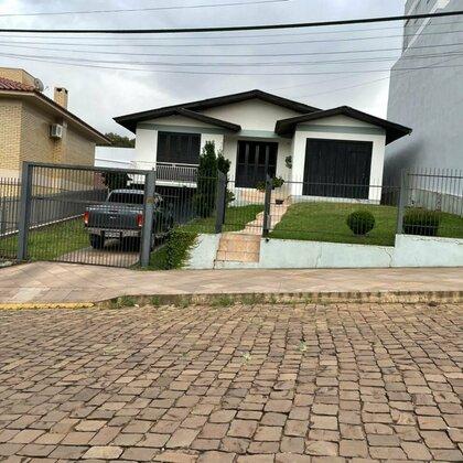 Comprar casa ampla em bairro familiar.