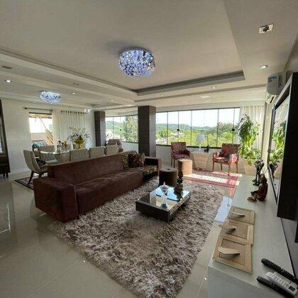 Comprar apartamento amplo, mobiliado e decorado.