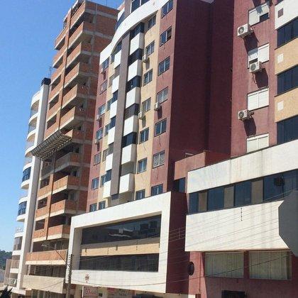Comprar apartamento no centro, com 2 vagas.