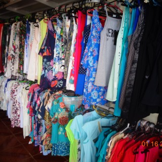 Vende-se estoque de roupas