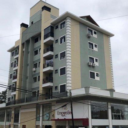 Apartamento no Centro, novo com excelente posição solar.