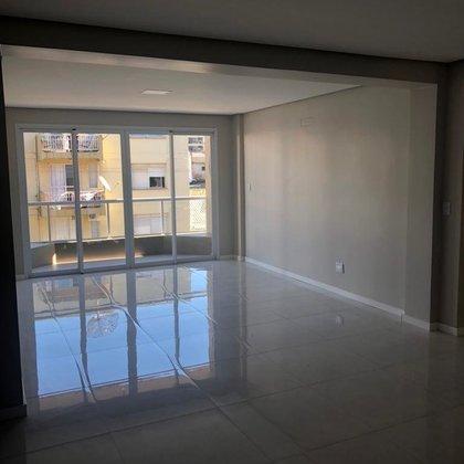 Amplo apartamento no centro , todo reformado com 162m² de área privativa.