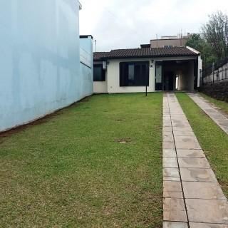 Vende-se casa no centro com terreno de 860 m2 em Marau