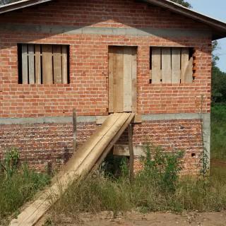 Vende-se área de 4700 m2 de terra próximo no santorini em Marau