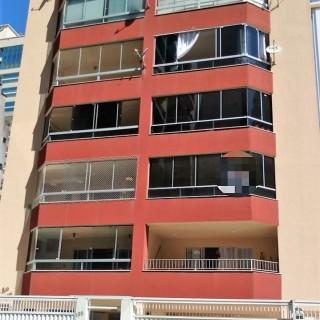 Vende-se apartamento em Meia Praia - Itapema/SC