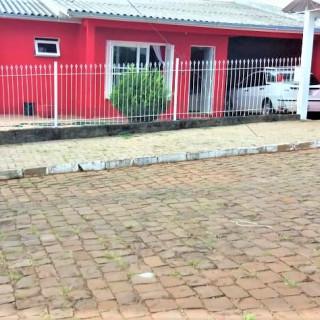 Vende-se excelente casa no Bairro Santa Helena