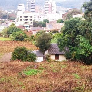 Vende-se, troca ou faz parceria de terreno no centro de Marau
