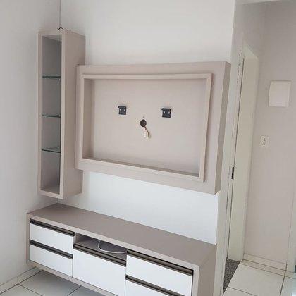 Vende-se excelente apartamento com alguns móveis planejados no Colinas em Marau