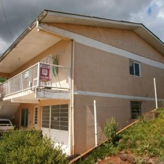 Vende-se casa com 2 pavimentos no bairro primavera em Marau