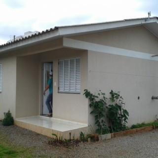 Vende-se casa em alvenaria com Pavilhão colinas em Marau