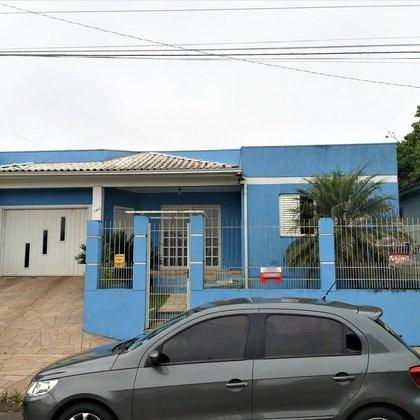Vende-se Casa com piscina No Jardim do Sol