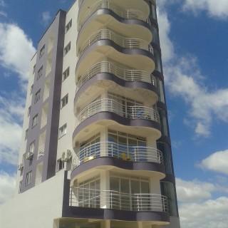 Vende-se apartamento no centro de Marau