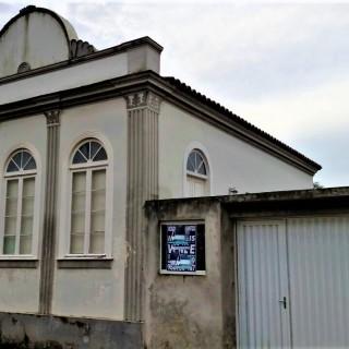 Vende - se Casa no centro de Laguna Santa Catarina