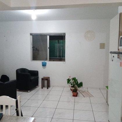 Vende-se apartamento no Frei Adelar