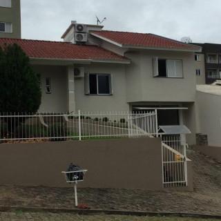 Vende-se linda casa no falkembach em Marau