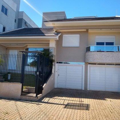 Vende-se lindíssima casa de 3 dormitórios com piscina em Marau