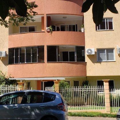 Vende-se apartamento de 3 dormitórios semi mobiliado