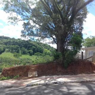 Vende-se excelente terreno de esquina no loteamento santin em Marau
