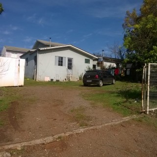 Vende-se casa com 2 terrenos no Bairro Nova Alternativa