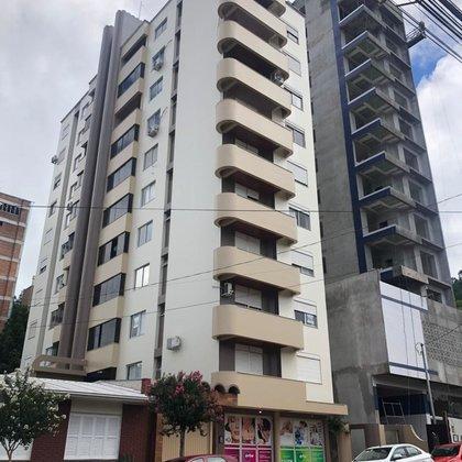 Vende-se apartamento de 3 dormitórios no Centro!